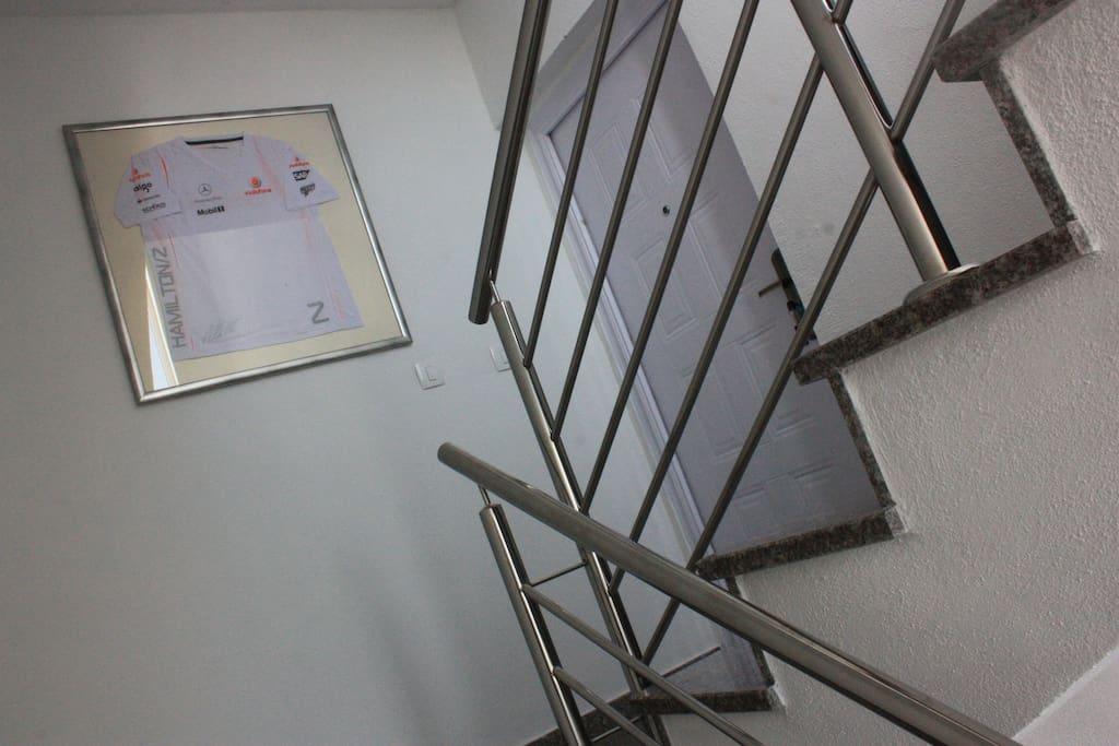 Ulazna vrata za apartman