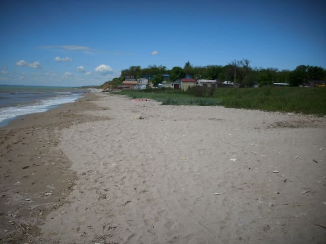 Quiet seaside house, 25km from Odessa - Burlacha Balka - Camper/RV