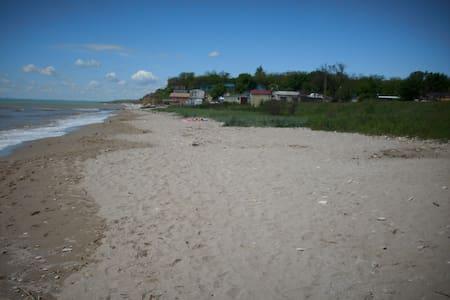 Quiet seaside house, 25km from Odessa - Burlacha Balka