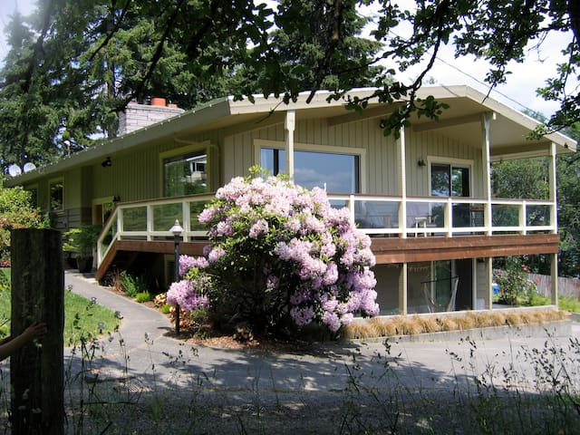 Poulsbo Daylight-Basement Apartment by the Bay - Poulsbo - บ้าน
