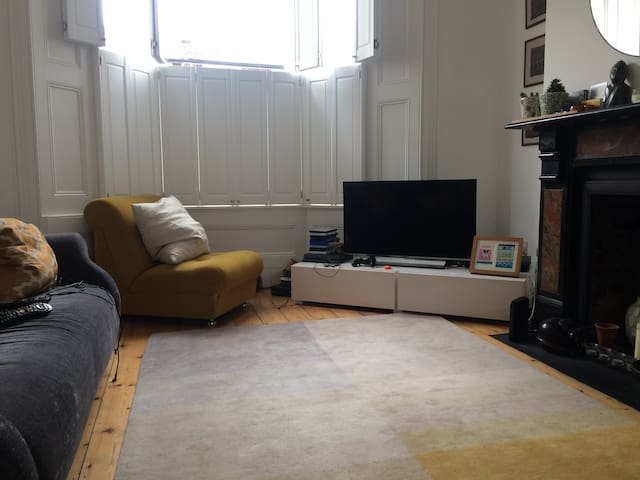 Lovely double room in a relaxed home.