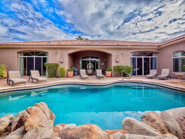 ** Well Appointed w/Amazing Touches & Privacy **
