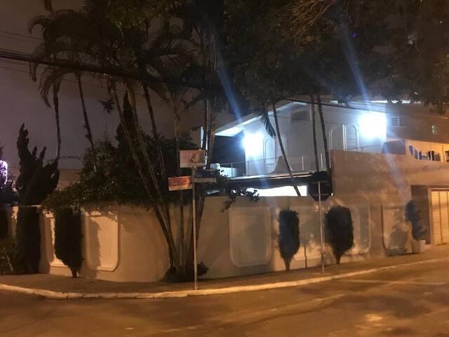 Casa Alto Padrão a 300mts da Praia Central