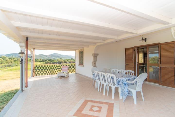 Maison de vacances idyllique jardin et terrasse ; places de parking disponibles, animaux domestiques acceptés.