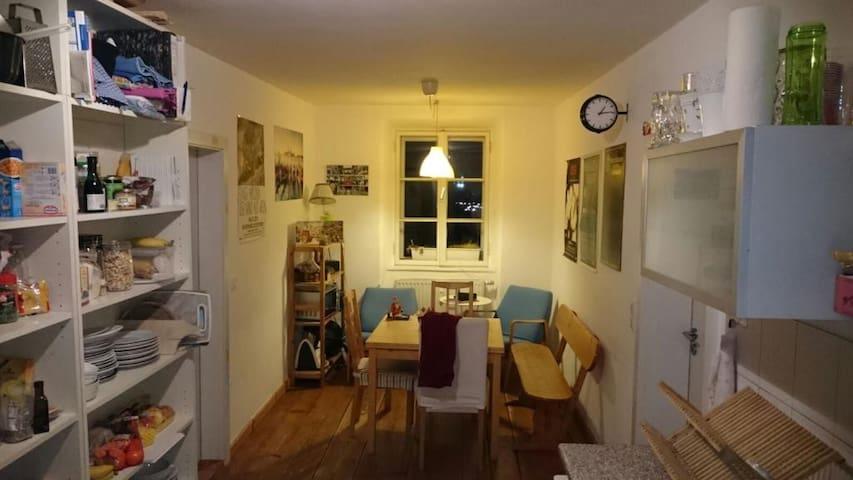 Freies Zimmer in freundlicher WG für Kurzurlauber - Passau - Apartment