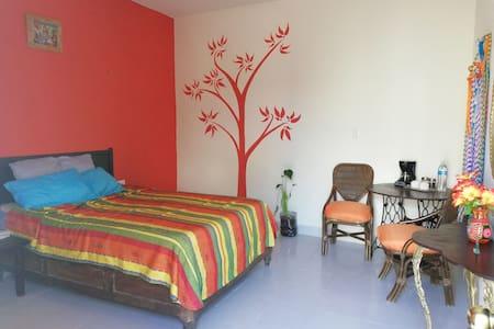 Bonita habitacion privada, A/C, cerca chichen itza