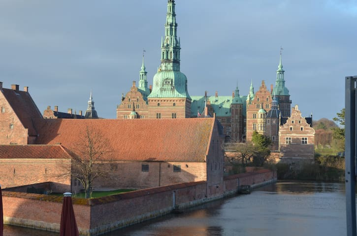 Nice apartment overlooking the castle lake - Hillerød - Apartment