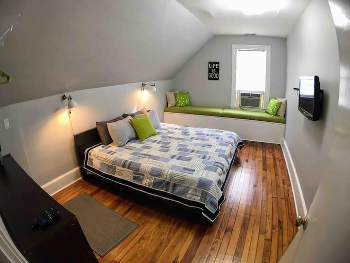 Stylish 2 bedroom apt in historic Port Norfolk