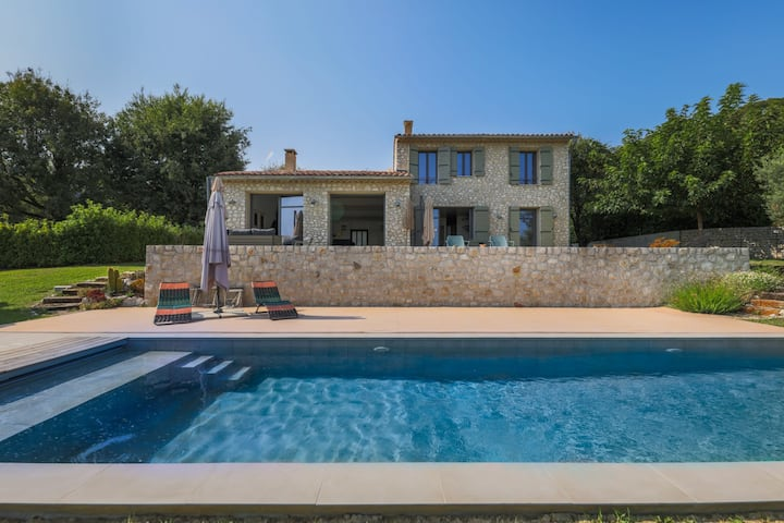 BEAUTIFUL VILLA WITH SWIMMING POOL-MAGNIFICENT VIEW OF SAINT-PAUL-DE-VENCE