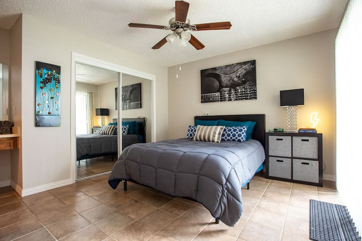 Convenience Meets Comfort in this South Austin 2/2