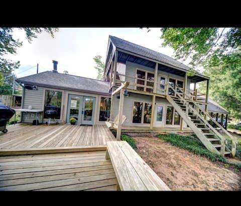 Cane Break!  Feels like a cabin on the lake!