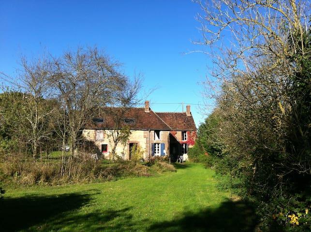 Maison dans petit hameau trés calme - Villiers-Saint-Benoît - Casa