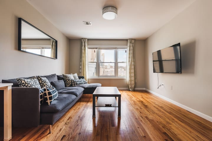 Luxe 3BR 2Bath Apt 20mins to NYC w a free parking