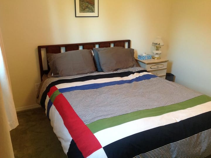 Laurel's Cottage - Double Bedroom by Elevate Rooms