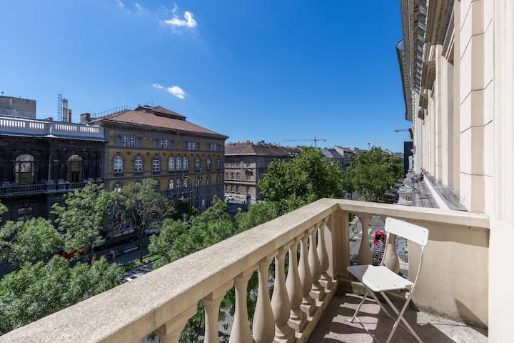 Avenue Garden Dream Home ł Parking/3BR/2BT/Balcony