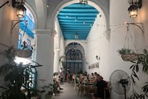 Inner courtyard with Cafe Bohemia /Patio interior y Café Bohemia