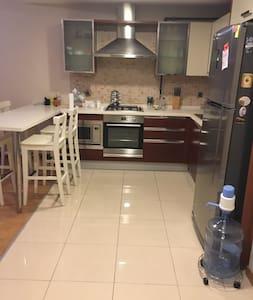 New clean flat, close to public transportation - Zeytinburnu