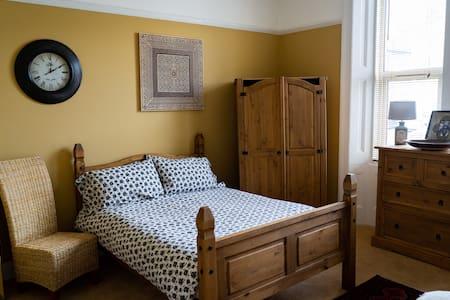 Spacious double room   Weston-super-Mare