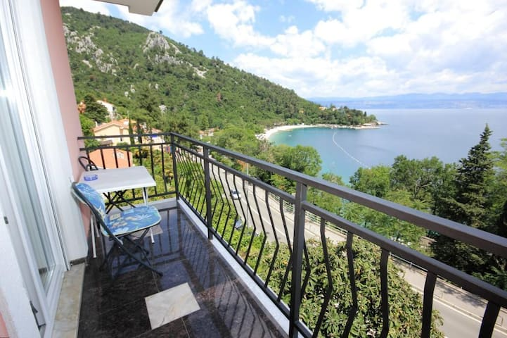 Room with balcony and sea view Medveja (Opatija) (S-2305-a)
