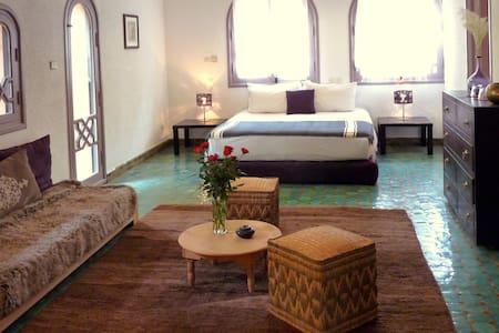 Chambre double supérieure ou triple ou quadruple - Bed & Breakfast