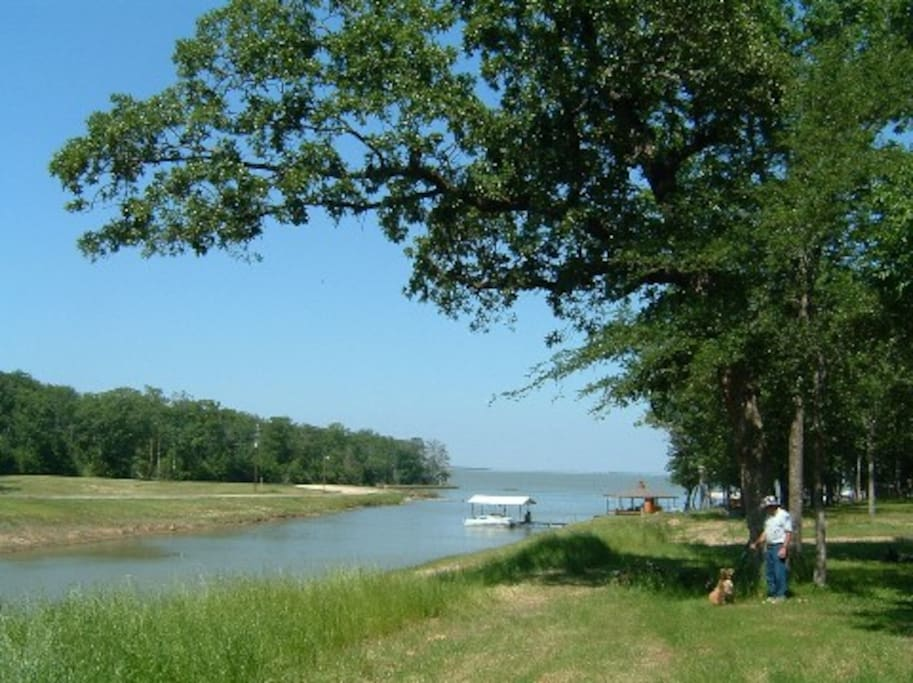 Cozy cabin on richland chambers lake cabins for rent in for Fishing cabins in texas