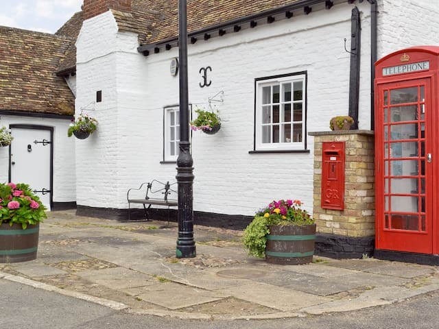Cromwell Cottage (W43771)