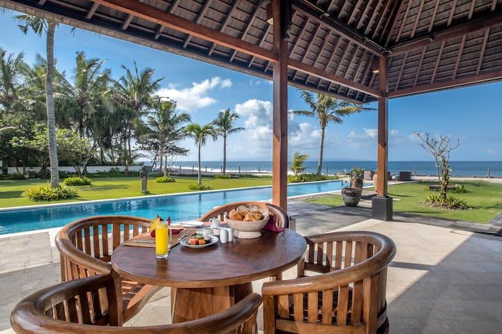 Bougain Villa - Fantastic Beachfront Getaway