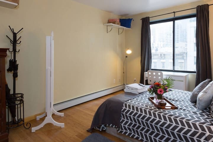One Bedroom Loft near Times Square with Fast WiFi