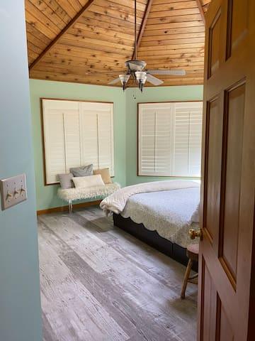 Guest Bedroom (2nd Floor)