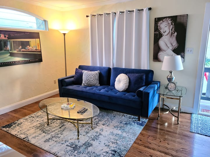 1950's East Sac Getaway with Free parking!