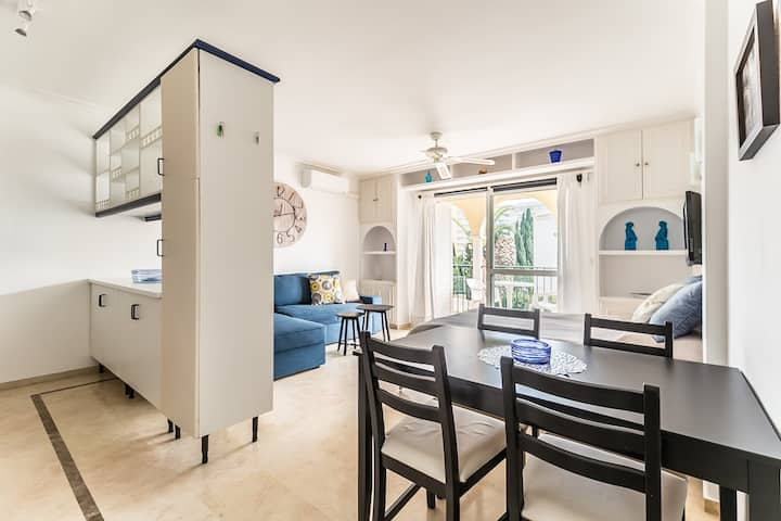 A studio close to the beach with swimming pool