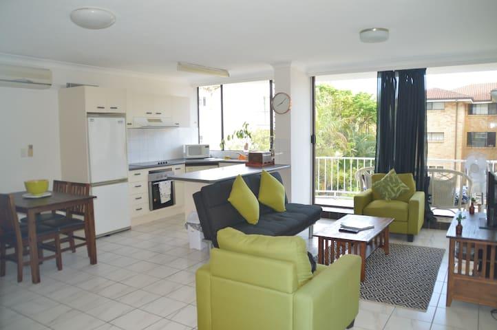 Beach living - 1min from beach,restaurants & shops - Broadbeach - Apartemen
