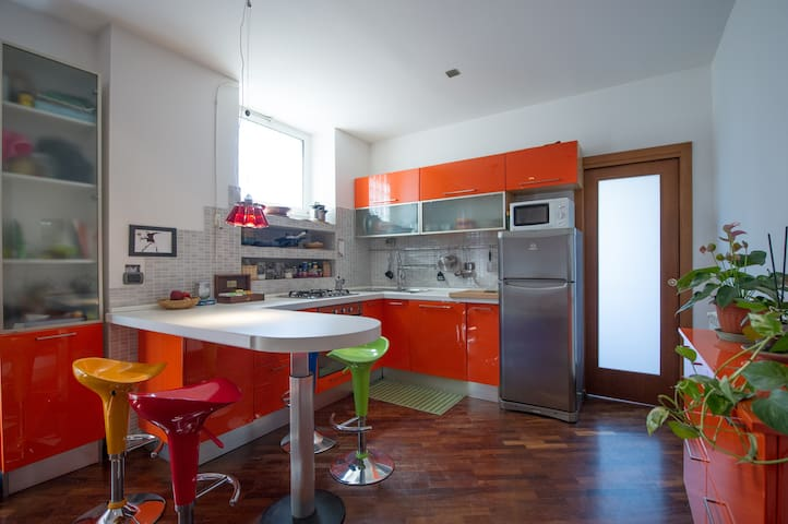 Nice and colorful 2 bed flat near San Giovanni - Roma - Pis