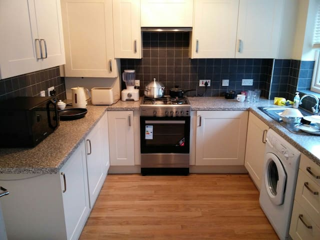 Nice Modern House Close To Leeds - Batley - House
