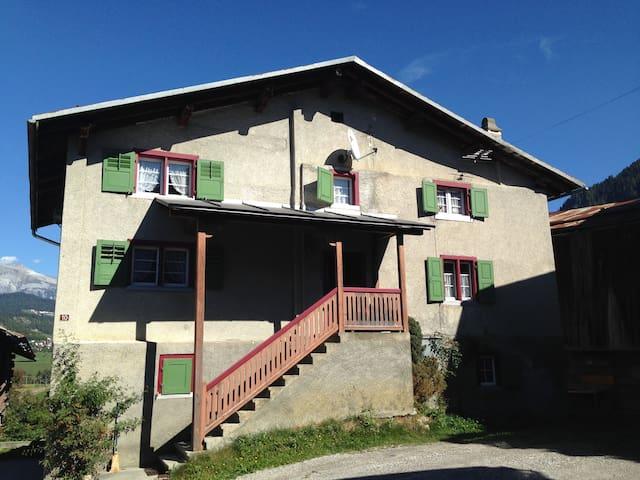 Ferienhaus mit Hüttengefühl - Castrisch - House
