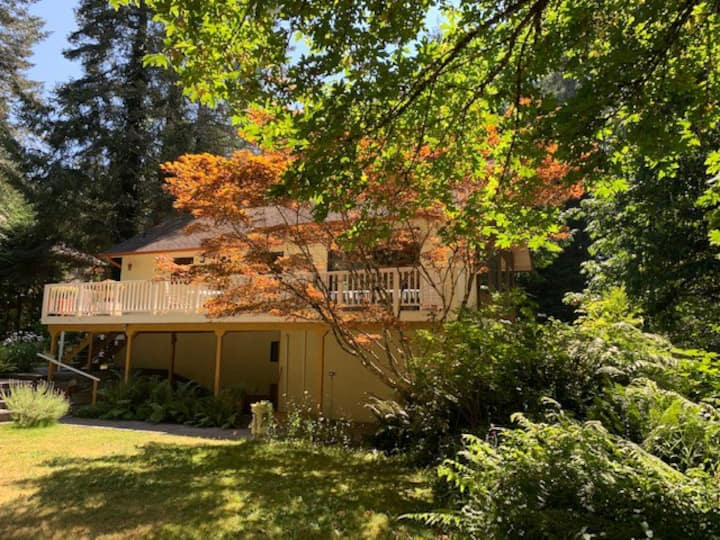 Private Self-contained Sooke River Retreat