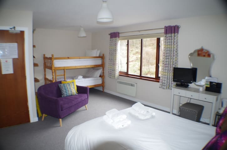 Strathassynt Guest House B&B Family room ensuite - Glencoe