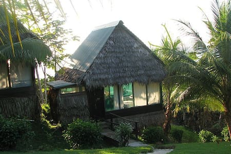 Jungle/ Beach bungalow with meals - Apartemen