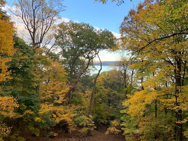 Home Above the Hudson 20 Minutes from NYC!