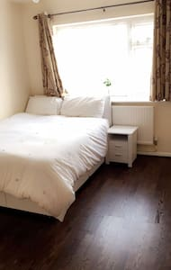 Lovely double-bedroom - Sutton - House