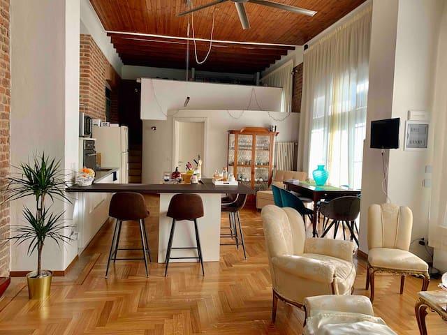 Cozy room in elegant loft-2min Metro-15min Duomo