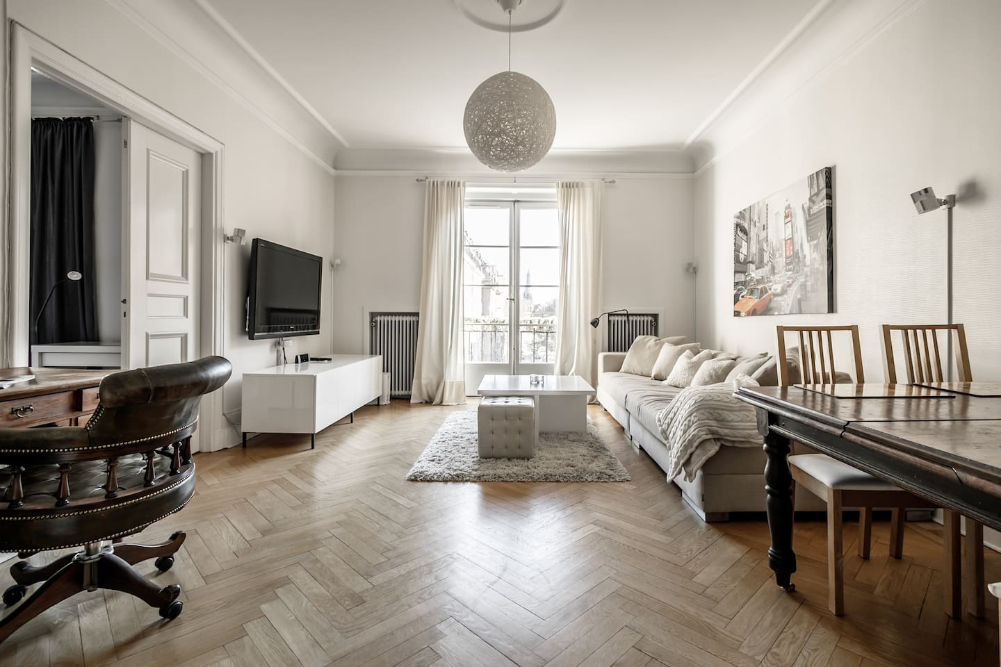 unwind in 2br turn of the century apt in Östermalm apartments for