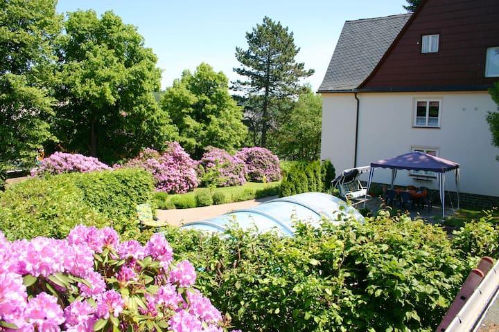 Bonita casa vacacional con piscina y zona ajardinada en los Montes Metálicos