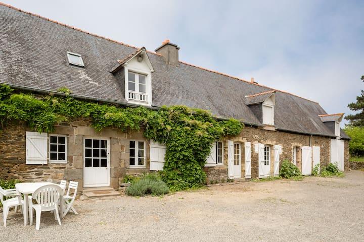 Longère Bords de Rance jardin 6 personnes - Saint-Malo - House