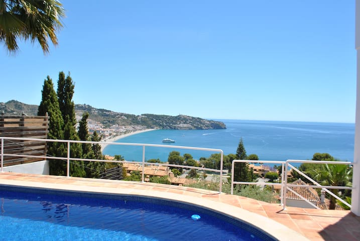Villa with great views to the Mediterranean Sea