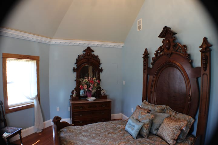 Bay Bedchamber at the Millsap-Baker Estate - Damascus - Bed & Breakfast