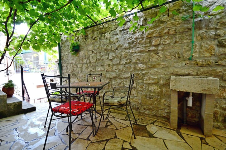 One bedroom Apartment, 10m from city center, seaside in Omis