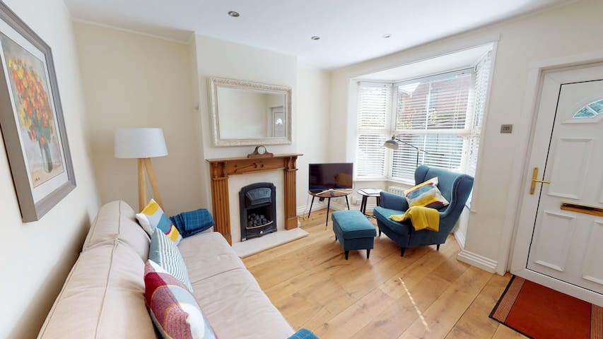 Central two bedroom Leamington Spa home