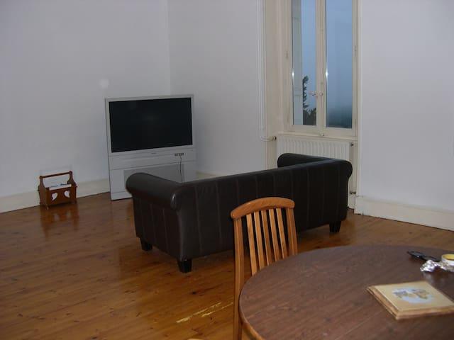 Grande chambre avec belle vue. - Saint-Bonnet-le-Château - Apartment