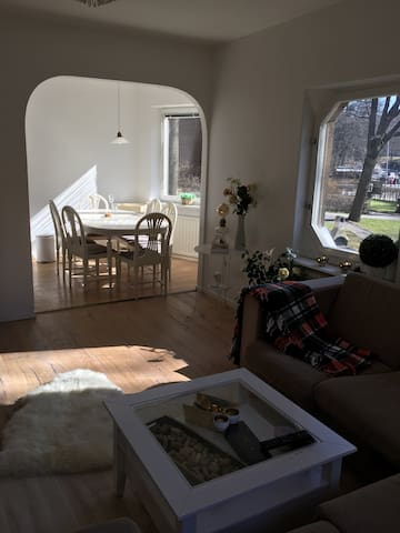 Cozy, bright and central! - Solna - Apartment